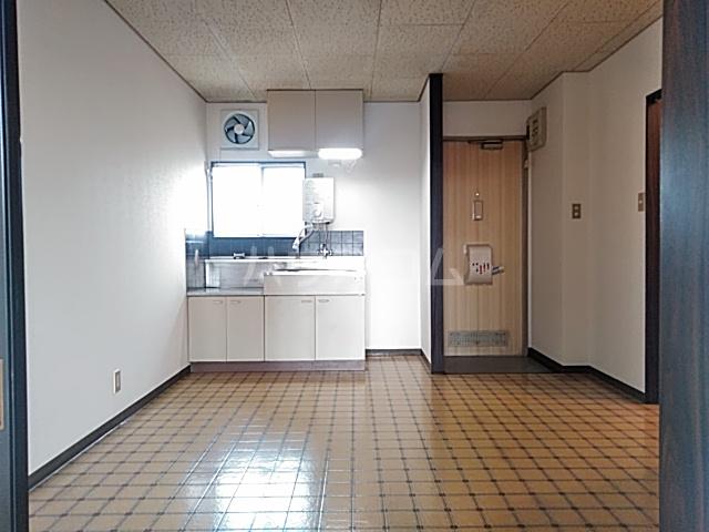 ハイツ東新C 203号室のリビング
