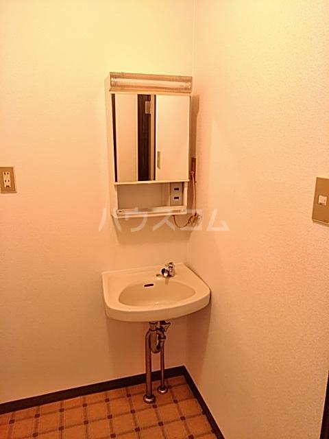 ハイツ東新C 203号室の洗面所