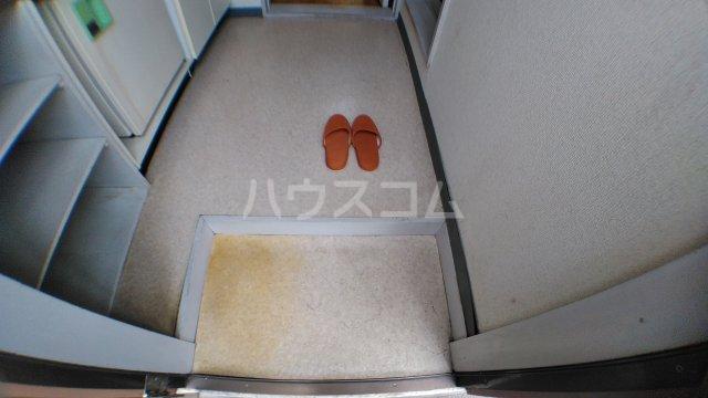 ハウスピアヤマモト 203号室の玄関