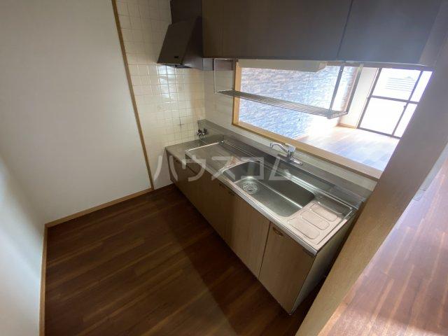 アーバン西岡崎 306号室のキッチン