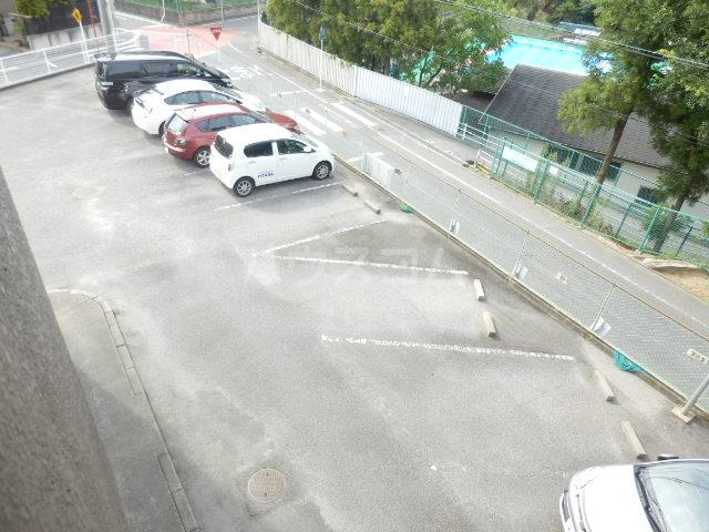 コーポ山手 202号室の駐車場
