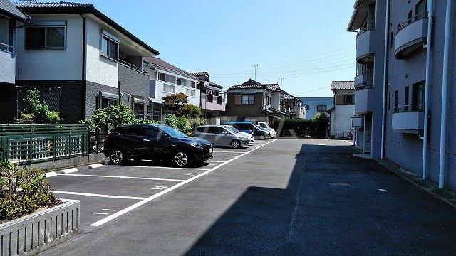ガーデンハイム水向 A号室の駐車場