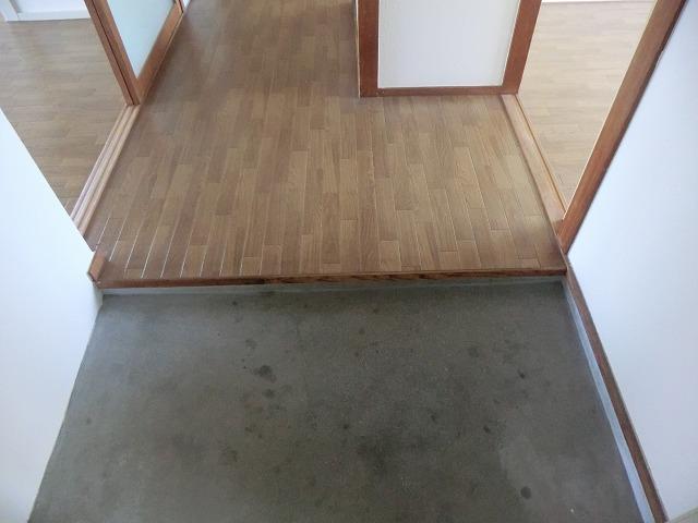 ハピネス緑 102号室の玄関