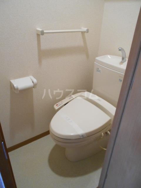スカイコート駒沢大学 802号室のトイレ