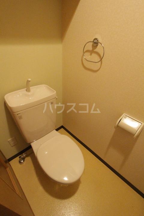 レジデンスウインド山の手 201号室のトイレ