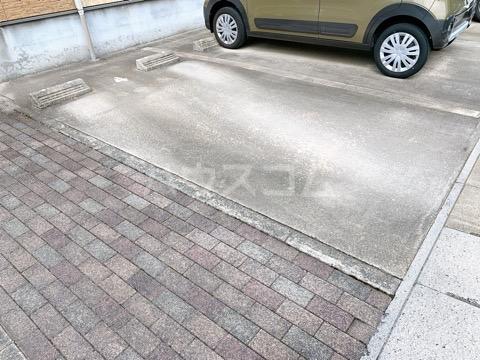 ウイングコートの駐車場