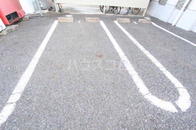 ダイアモンド エフ 01090号室の駐車場