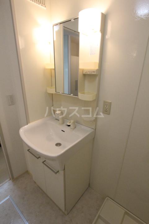 グランシャリオ花本 206号室の洗面所