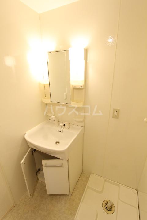 プランドール 101号室の洗面所