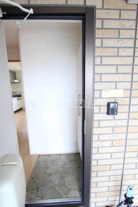 プランドール 101号室の玄関
