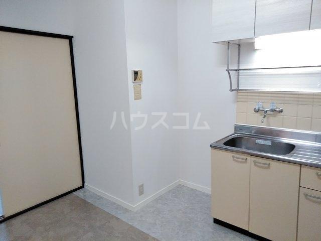 コスモス前原 105号室のキッチン