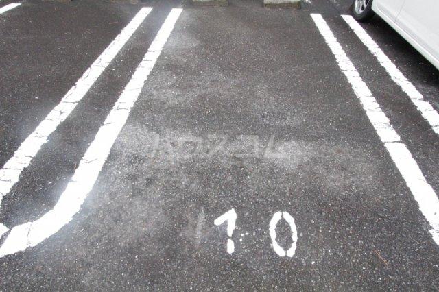 アプリコット宮上 102号室の駐車場