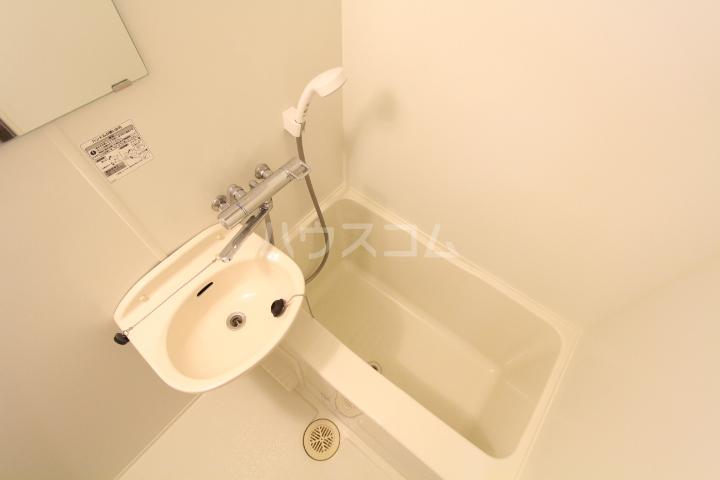 レオパレス月見 201号室の洗面所