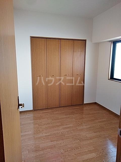 萩野マンションB棟 202号室の駐車場