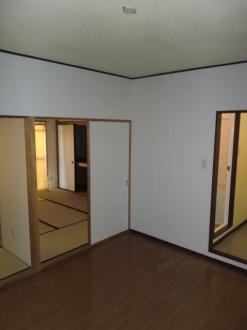 サンシャインシティ 306号室のリビング
