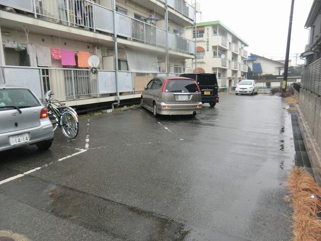昭和レジデンス4 402号室の駐車場