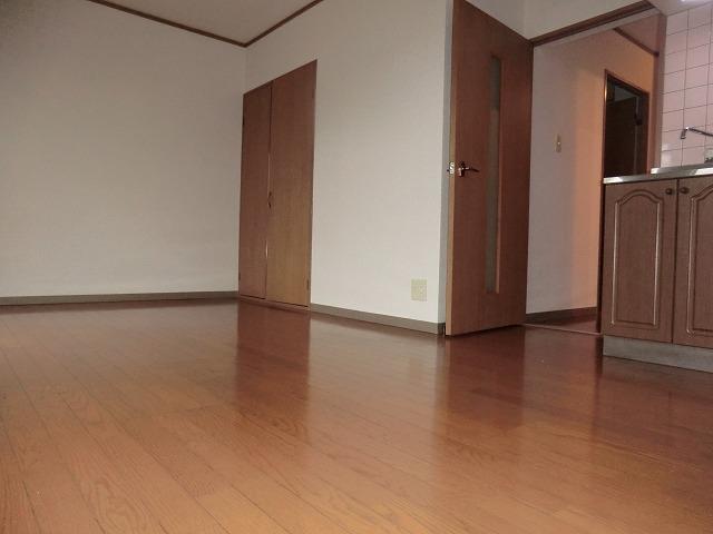 昭和レジデンス4 402号室のリビング