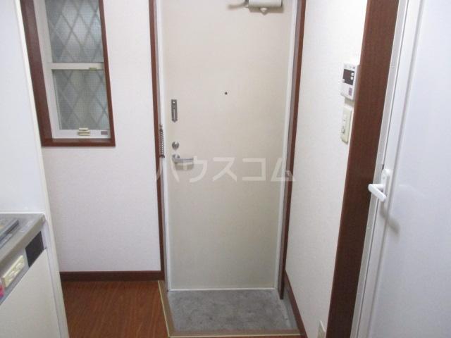ウイング祖師谷 205号室の玄関