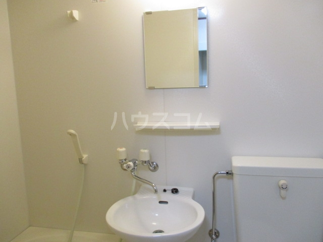 ウイング祖師谷 205号室の洗面所