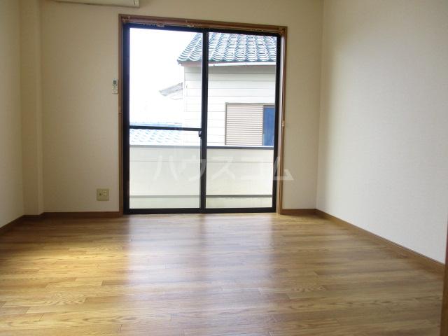 スカイタウン鈴木 101号室のリビング