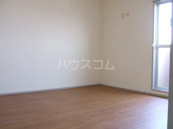 第2マンション鈴木 A-4号室のリビング
