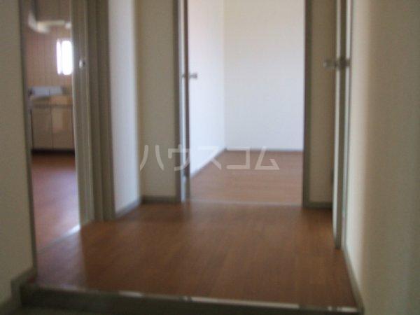 第2マンション鈴木 A-4号室の玄関