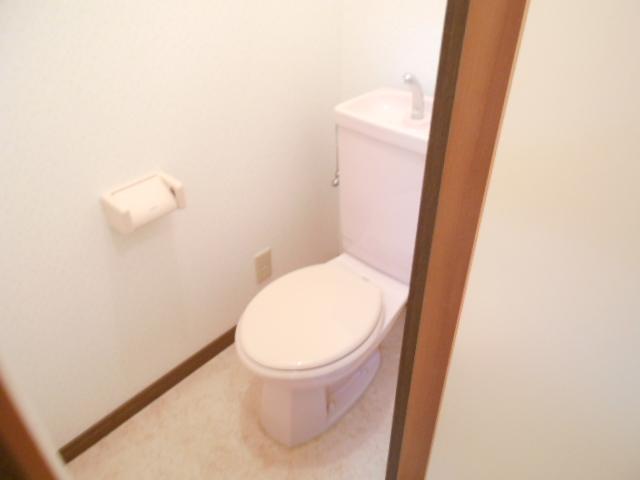 ファミール河上 Ⅰ 103号室のトイレ