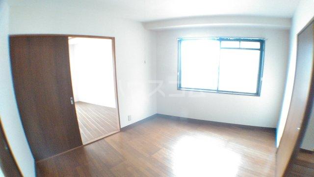 ママダマンション 205号室のリビング