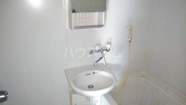 ママダマンション 205号室の洗面所