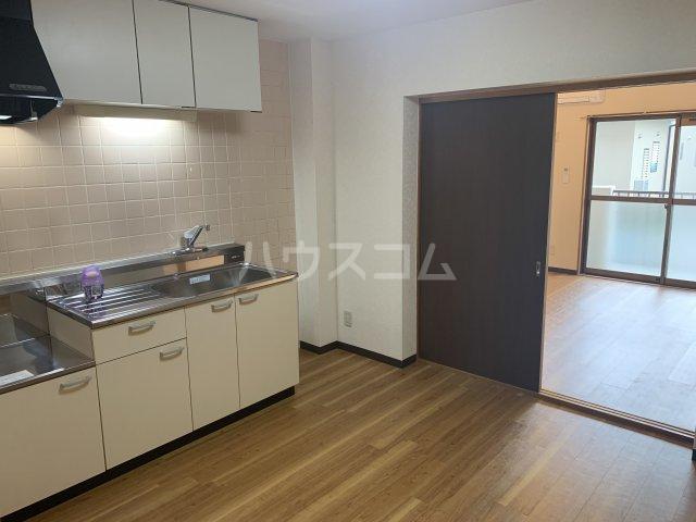 ロジュマン横山 103号室のキッチン