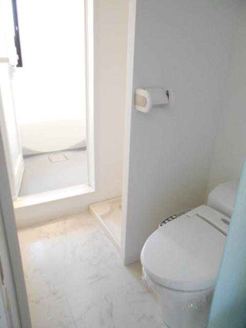 VillaQuattro 102号室のトイレ