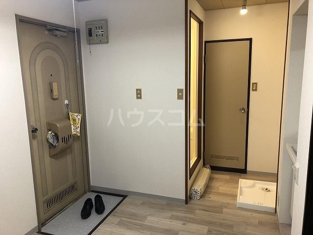 フォーブルいしひら 203号室の玄関