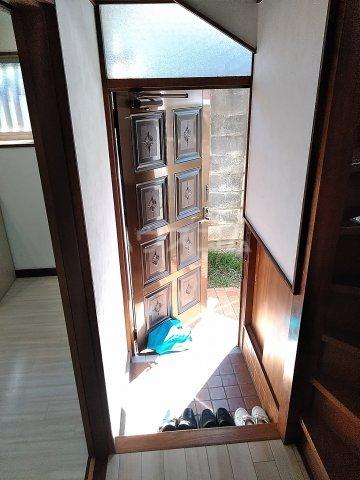 七林町iespa貸家の玄関