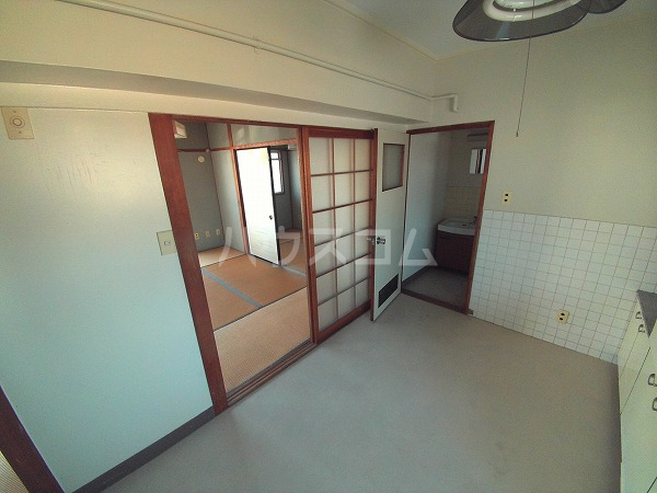 マンションTU 202号室のリビング