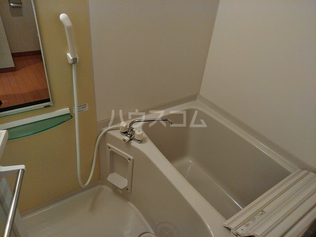 リブリ・エムール 204号室の風呂