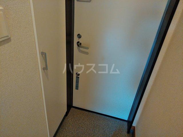 リブリ・エムール 204号室の玄関