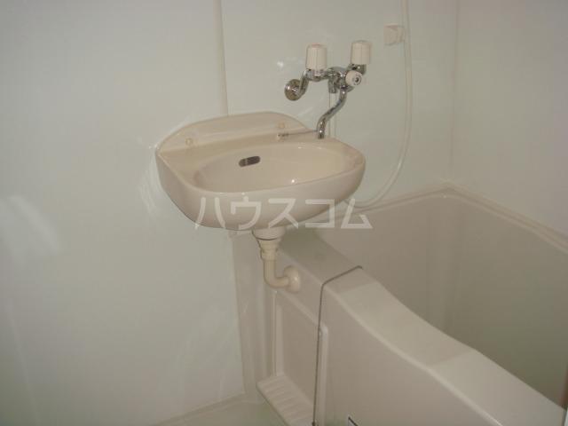 レオパレスレインボー 102号室の洗面所