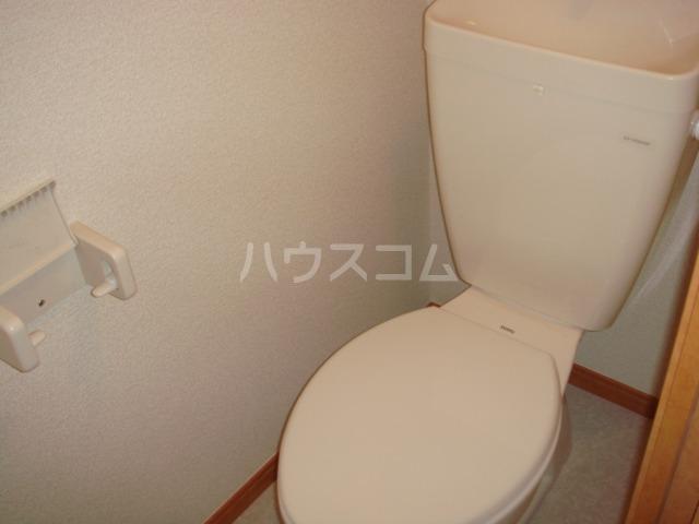レオパレスレインボー 102号室のトイレ