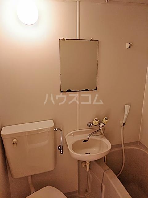 ハイドアウト園 108号室の洗面所