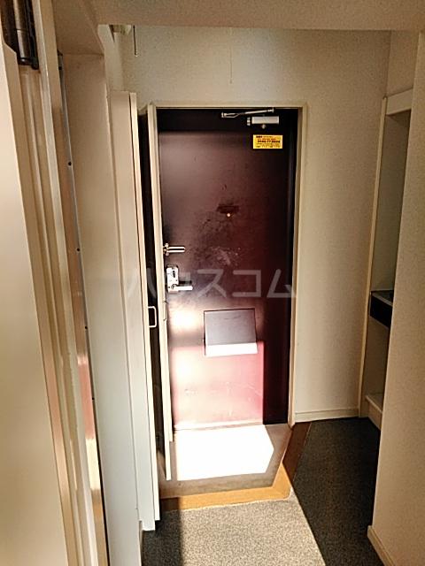 ハイドアウト園 108号室の玄関