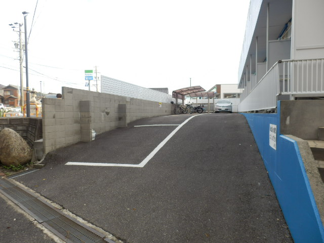 ジュネス芦谷 1-8号室の駐車場