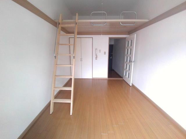 ジュネス芦谷 1-8号室のリビング