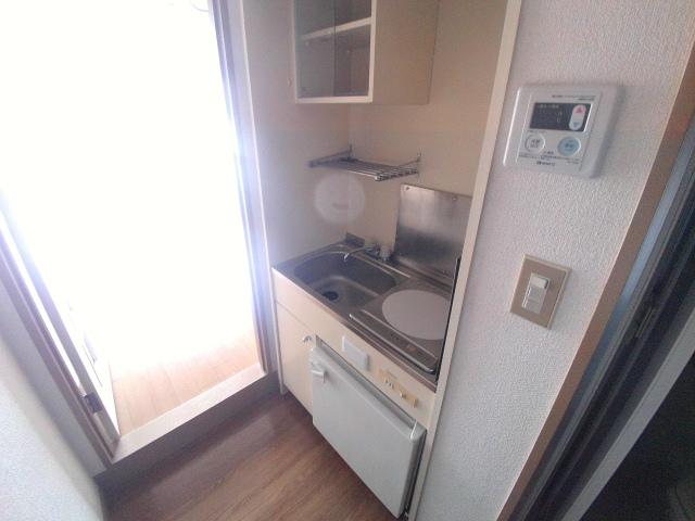 ジュネス芦谷 1-8号室のキッチン