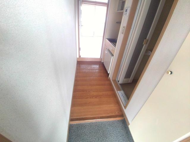 ジュネス芦谷 1-8号室の玄関