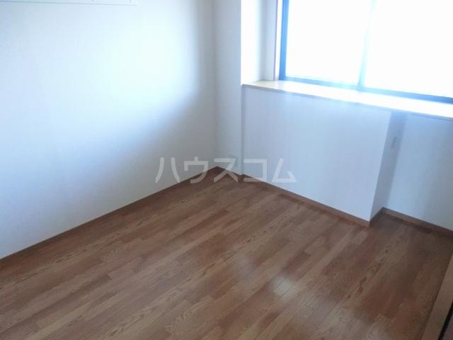 アメニティーB 202号室のベッドルーム