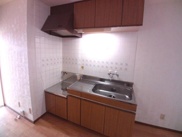 ロイヤル宝六 202号室のキッチン