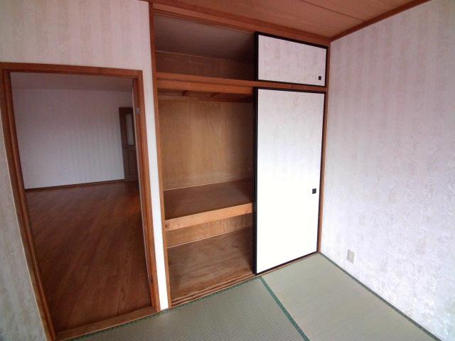 ロイヤル宝六 202号室の収納