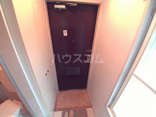 グリーンハイツ六名 206号室の玄関