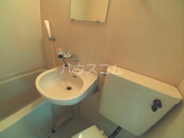 グリーンハイツ六名 206号室の洗面所