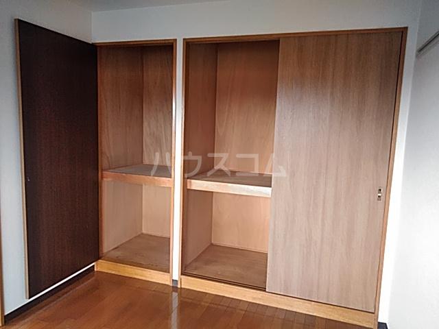 アルカディアタウン 303号室のリビング